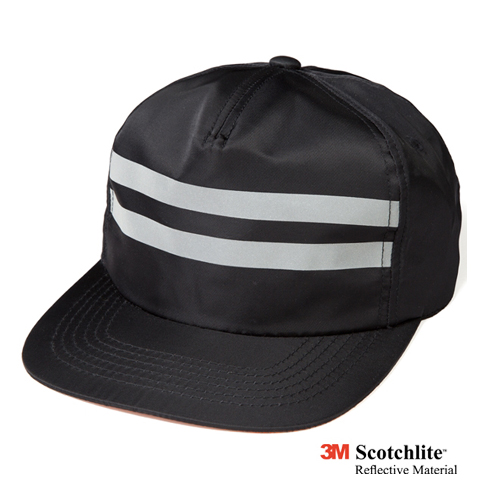 LEATA리타_Reflective zip back 5 panel cap black
